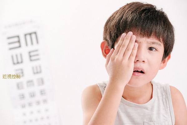 近視,越早治越好!眼科中心主任:2個方法讓度數可以不再長
